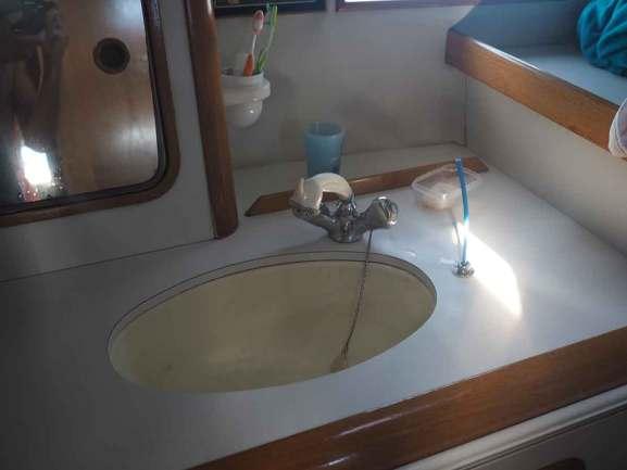 Evier de la salle de bain arrière de Manwë