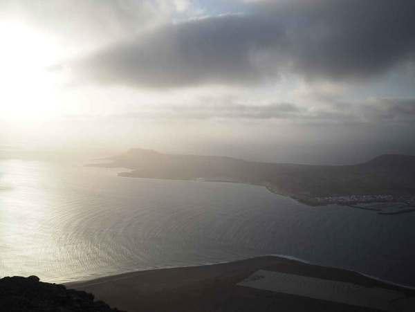 L'île de la Graciosa, vue depuis les falaises de Lanzarote.