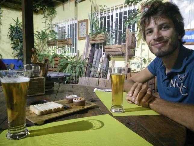 Apéritif dans le restaurant La Pergola, à Mindelo.