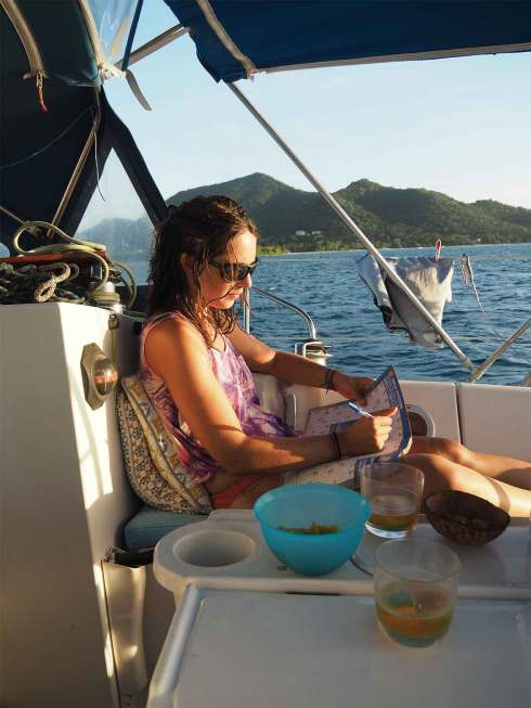 Apéritif sur le bateau à Sandy Island.