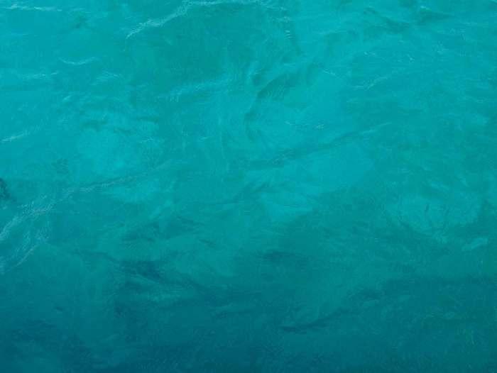 Eau bleue turquoise des Caraïbes.