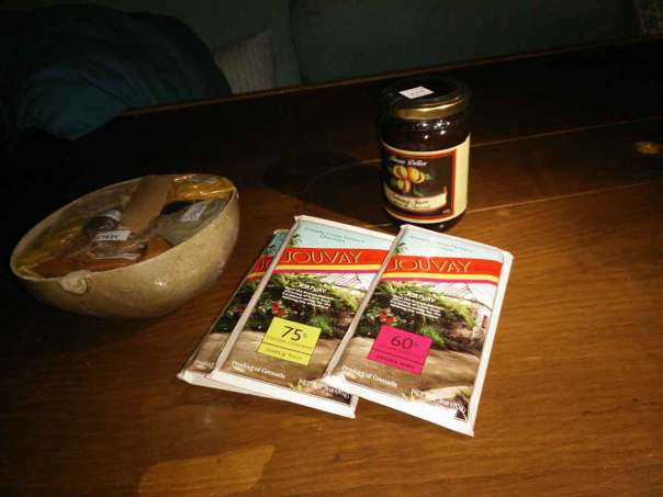 Tablettes de chocolat Jouvay, épices et confiture de nutmeg achetées à Grenade.