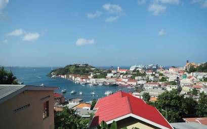 La capitale de Grenade : Saint Georges, vue des hauteurs.
