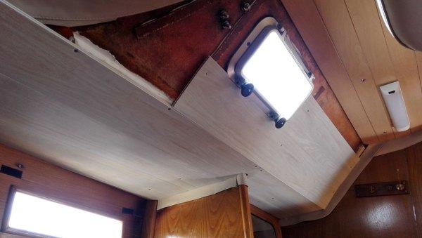 Installation des lattes de lambris dans la cabine arrière à la place du vaigrage.