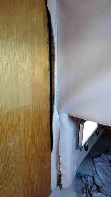 Vaigrage qui se décolle encore au niveau de la cabine arrière.