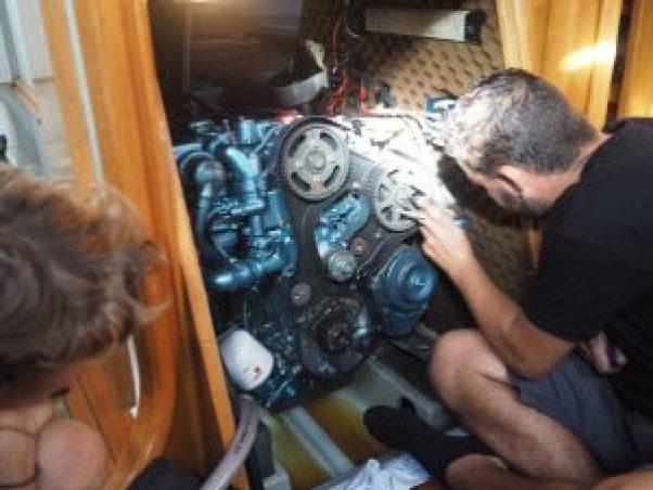 Blocage du moteur diesel par des tiges enfoncées.
