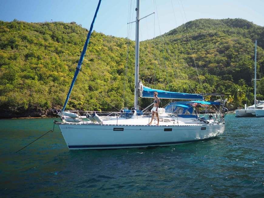 Notre voilier Manwë au mouillage dans l'Anse Noire, en Martinique.