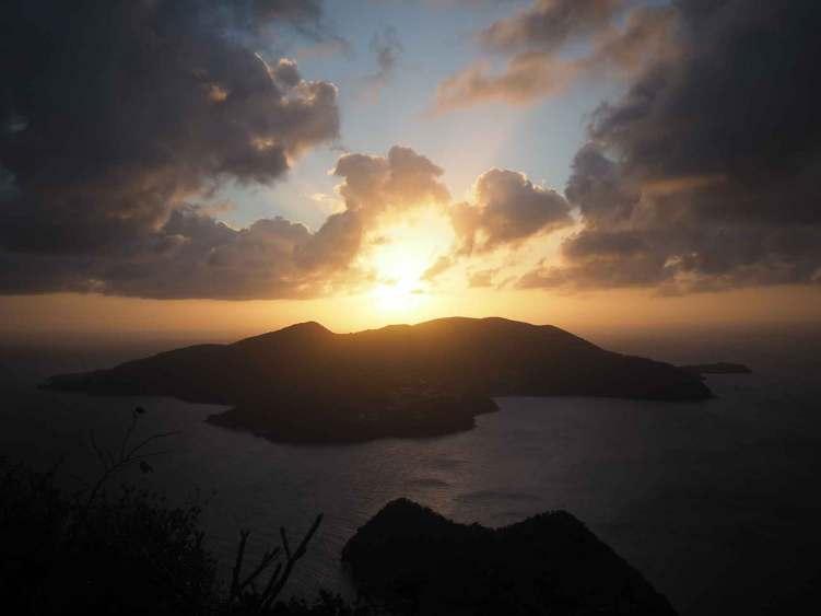 Coucher de soleil sur Terre de Bas aux Saintes.