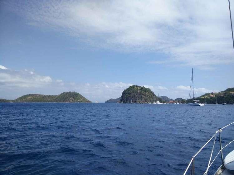 Arrivée en bateau dans l'archipel des Saintes au sud de la Guadeloupe.