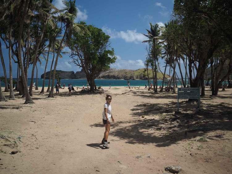 Anaïs sur la plage de Pompierre sur Terre de Haut aux Saintes.