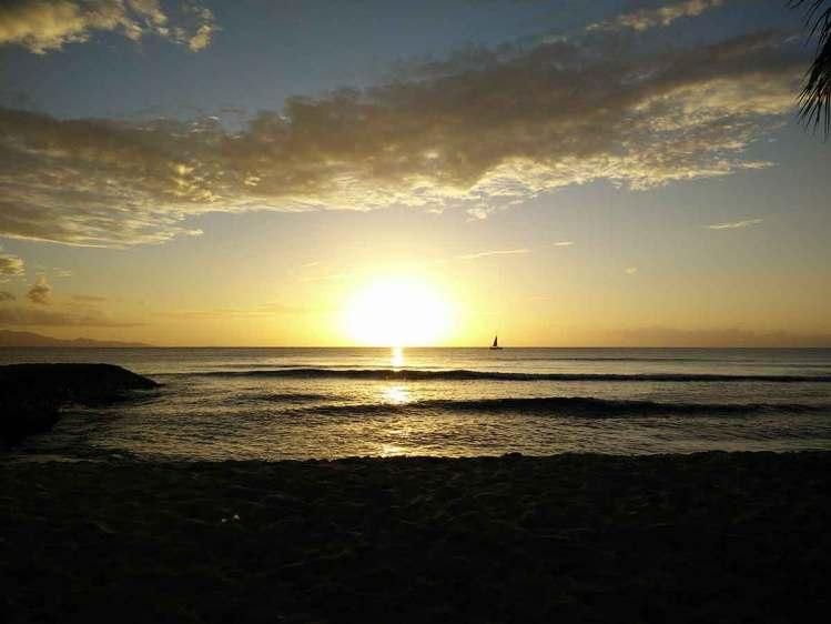 Coucher de soleil à Port Louis, sur la côte ouest de Grande Terre en Guadeloupe.