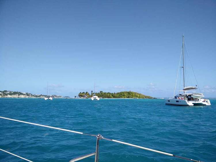 Mouillage devant l'îlet du Gosier, en Guadeloupe.