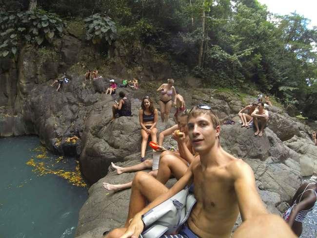 Rochers au pied du Saut d'Acomat sur Basse-Terre.