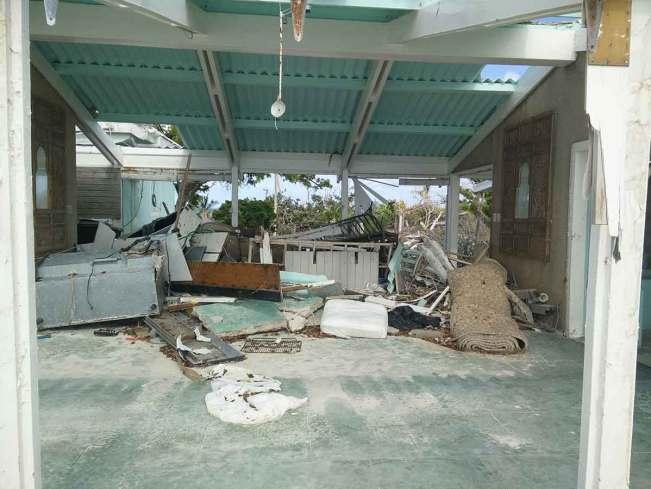 Un des bungalow d'hôtel détruit par le cyclone Irma sur Barbuda.