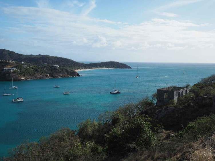 La baie de Deep Bay au nord-ouest de l'île d'Antigua.