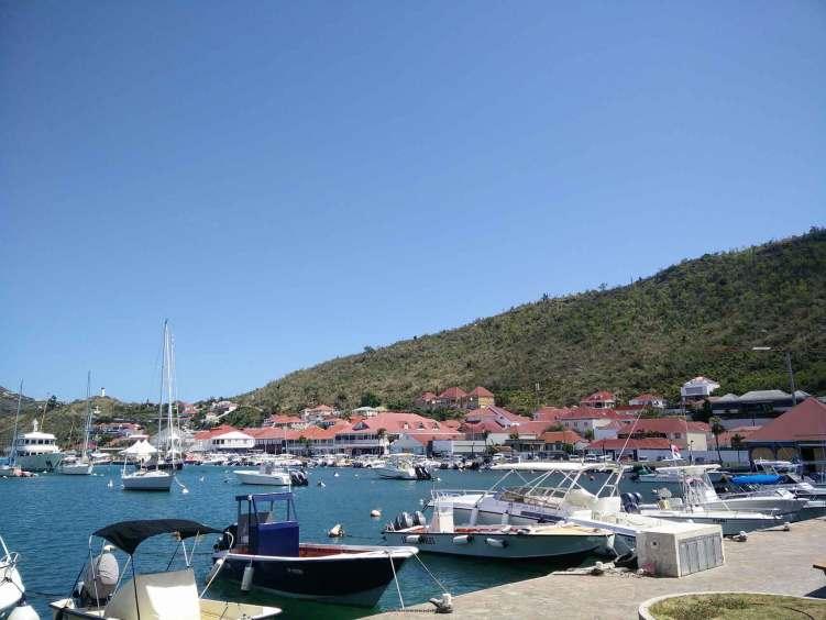 Le port de la ville de Gustavia sur Saint Barthélémy.