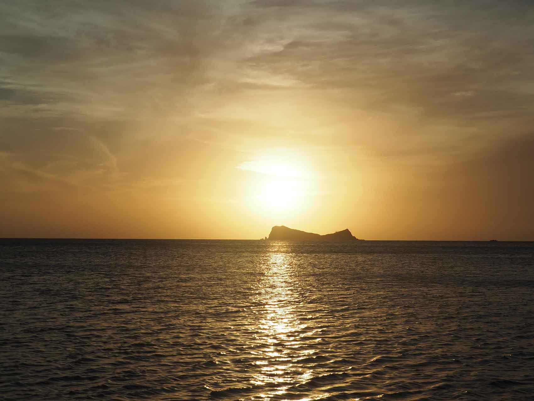 Coucher de soleil sur les BVI, au mouillage à Long Bay sur Virgin Gorda.