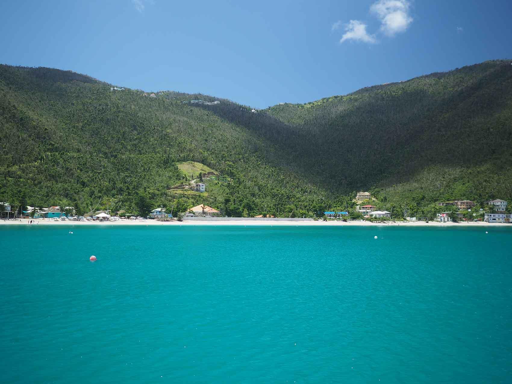 Cane Garden Bay sur l'île de Tortola, aux BVI.