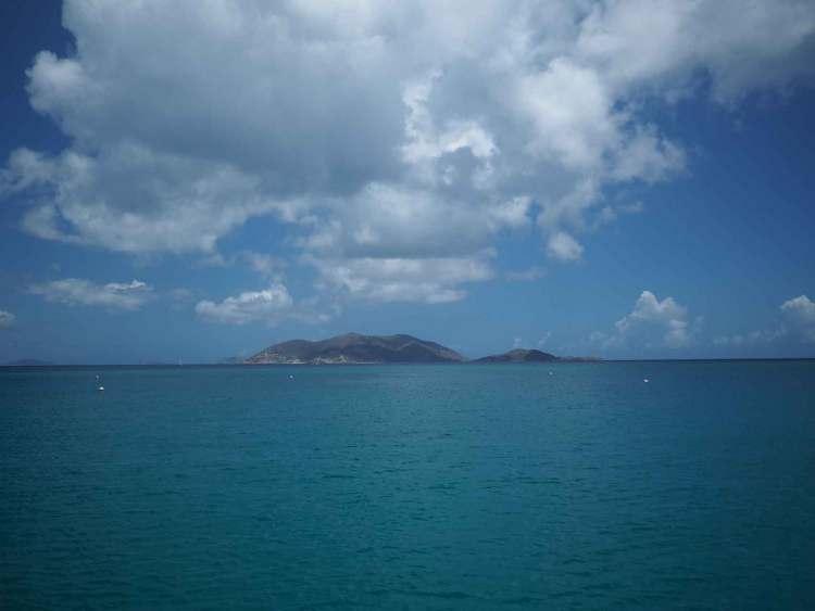 Île de Jost Van Dyke au loin, aux British Virgin Islands.
