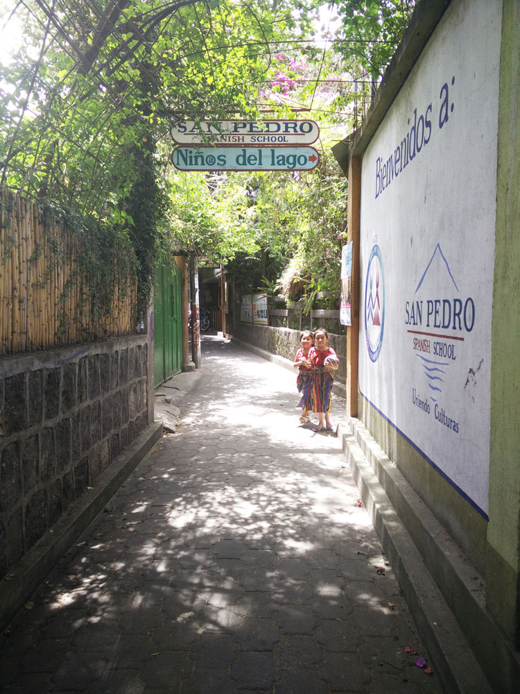 Petite rue de San Pedro au Guatemala, sur le lac Atitlán.