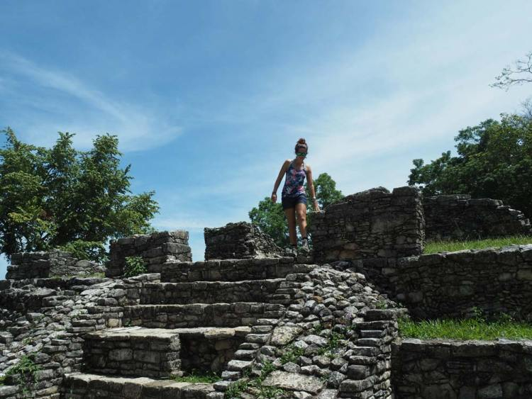 Temples et pyramides dans les ruines mayas de Palenque au Mexique.
