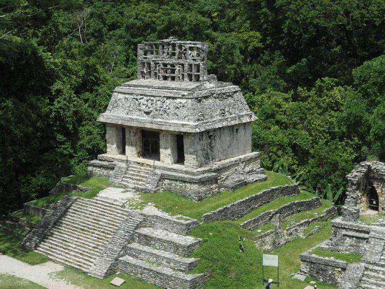 Temple au sein des ruines mayas de Palenque, au Mexique.
