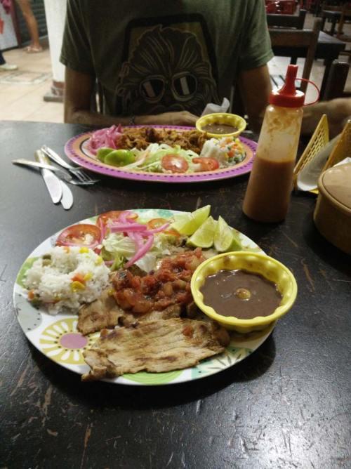 Poc Chuc et Cochinita Pibil à Valladolid, au Mexique.