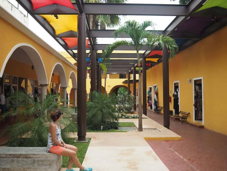 Joli marché couvert et coloré à Valladolid, au Mexique.