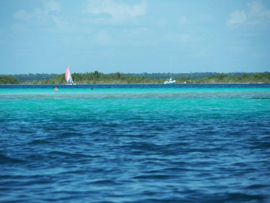Lagune de Bacalar, aux jolies couleurs de bleu.