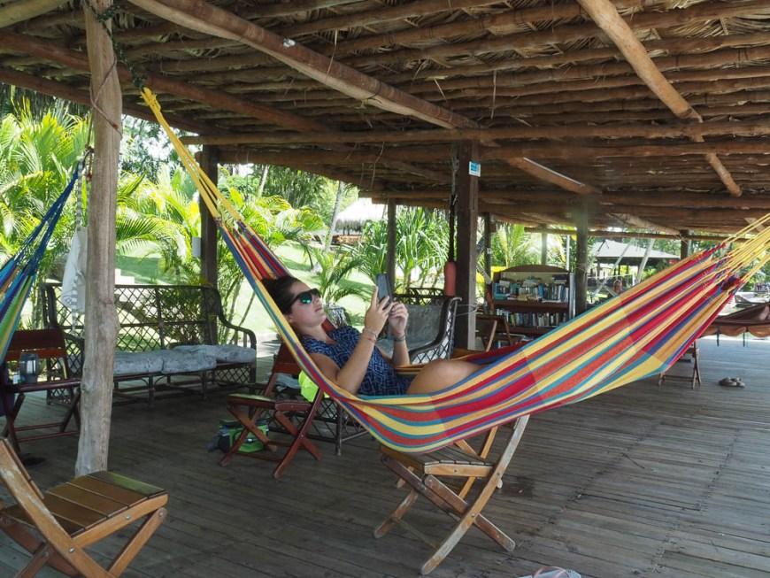 On se repose en hamac sur la terrasse de Nana Juana, au Rio Dulce.