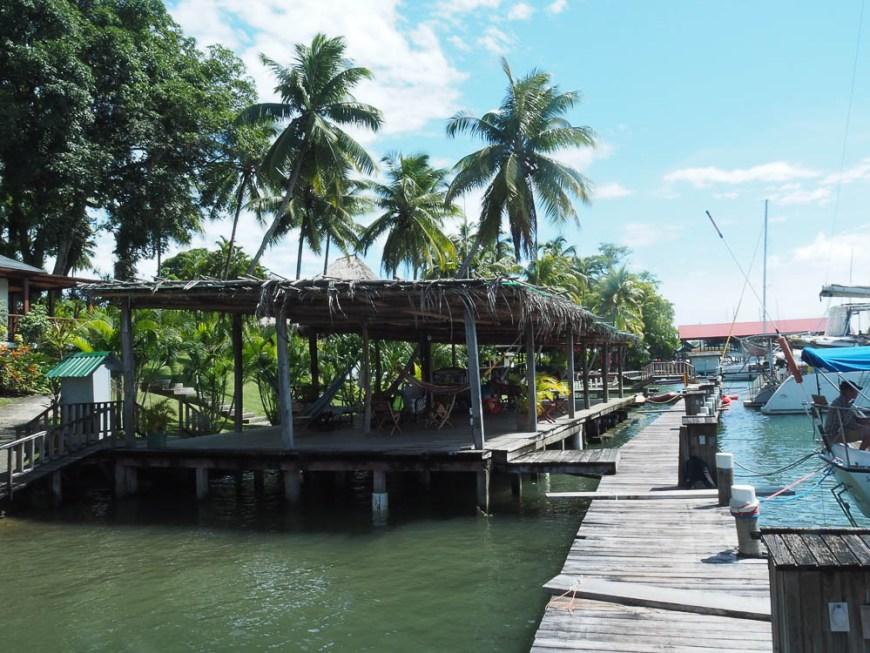 La terrasse très agréable de la marina Nana Juana.