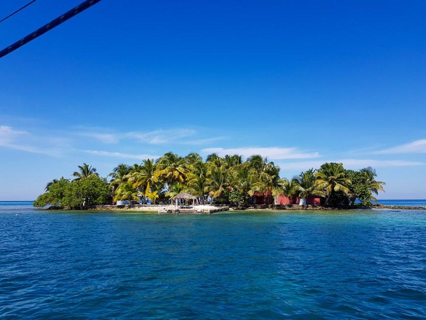 Île principale de Tom Owens Cays, au large du Bélize.