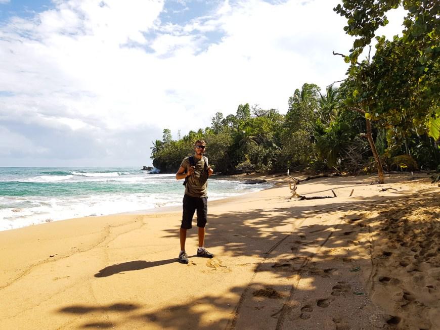 Damien sur Playa Bluff à Bocas del Toro.