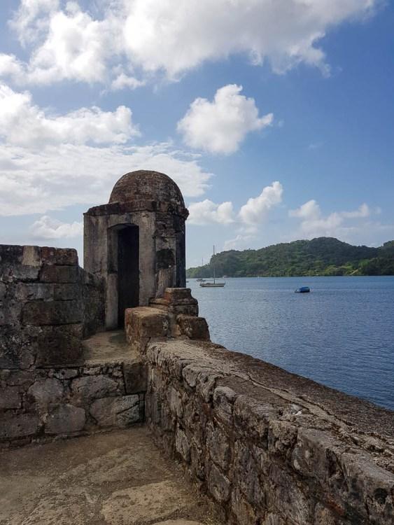 Vue sur la baie de Portobelo depuis un des petits forts de la ville.