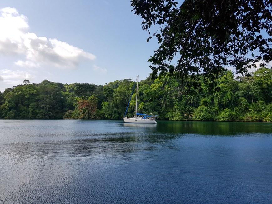 Mouillage sur le Rio Chagres, au Panama.