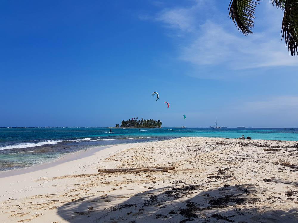 Session de kite sur une petite île des San Blas.