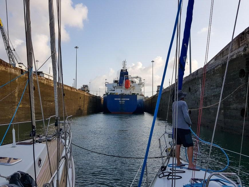 Dans les Gatun locks, les premières écluses du canal de Panama côté Atlantique.