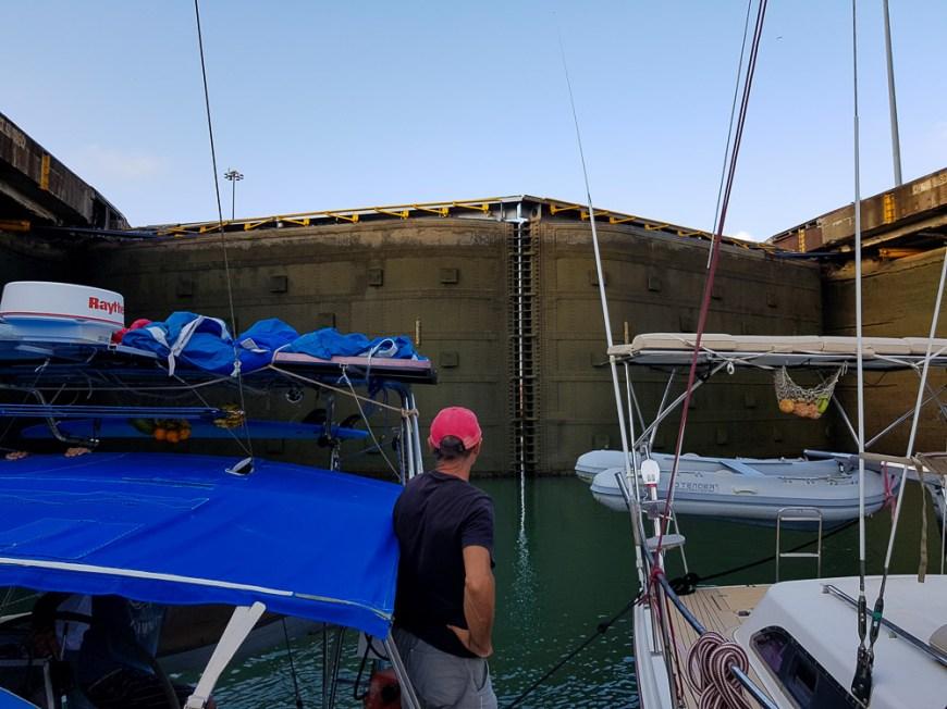 Les portes du canal de Panama côté Atlantique.