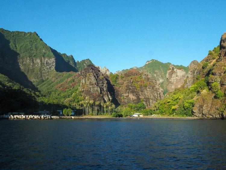 Mouillage de la baie des Vierges sur l'île de Fatu Hiva aux Marquises.