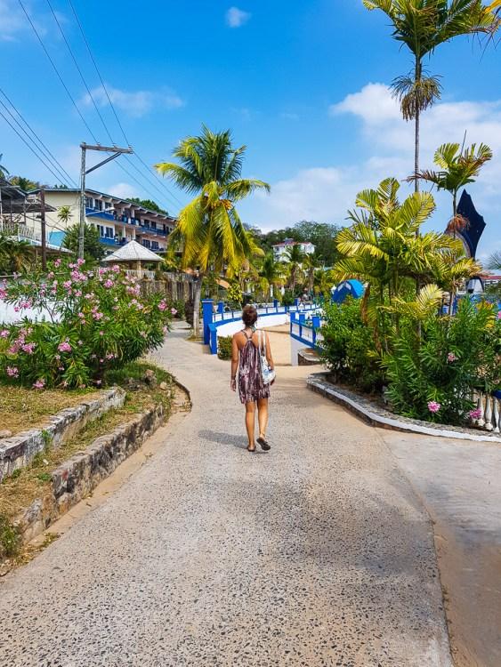 Dans le petit village de Taboga Island.