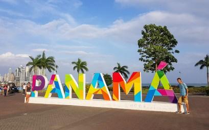 Les lettres colorées de la ville de Panama City.
