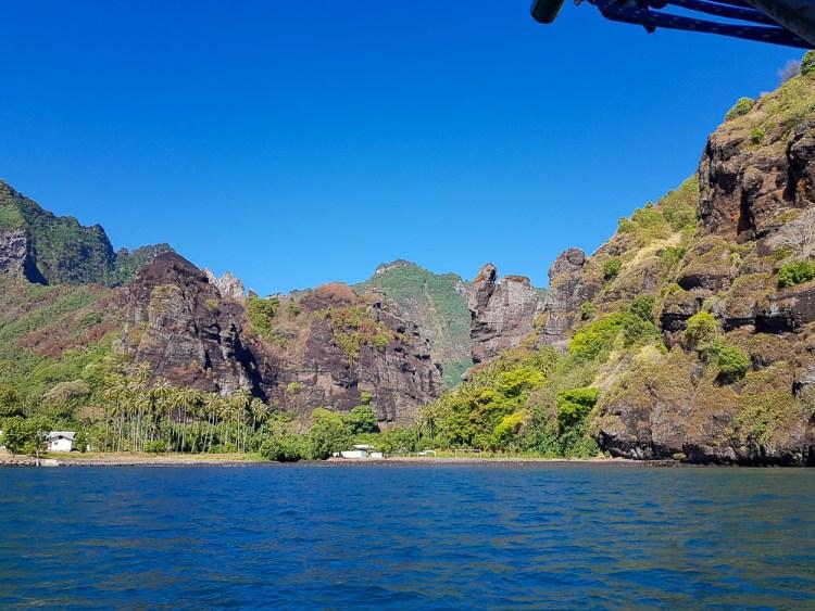 La baie des Vierges ou de Hanavave sur l'île de Fatu Hiva.