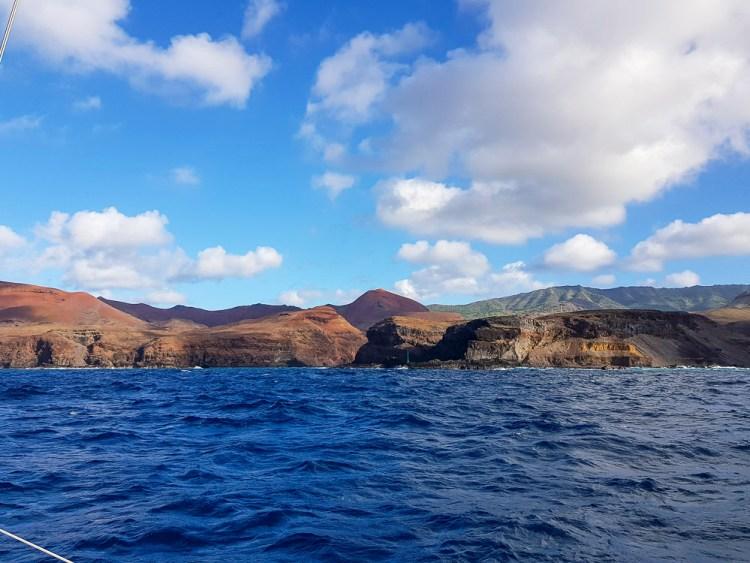 La côte sud de l'île de Ua Huka aux Marquises.