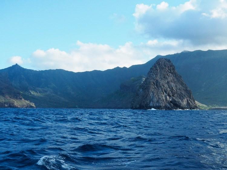 La baie de Hane vue du large, sur l'île de Ua Huka.