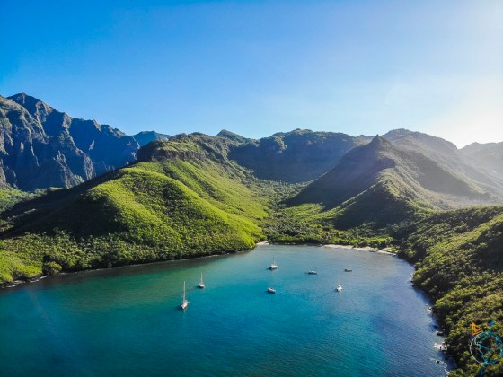La baie d'Hakaui aux Marquises.