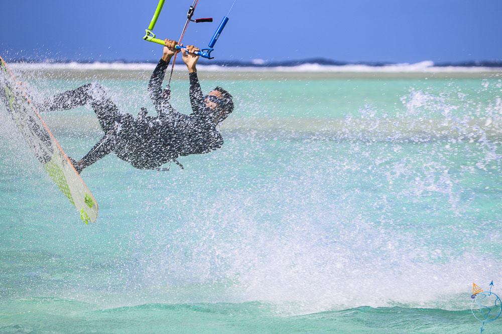 Tentative de saut en kitesurf pour Damien !