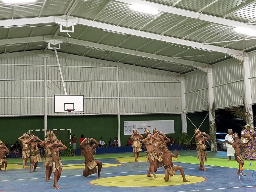 Danses traditionnelles lors du Heiva festival de Makemo, équipe Raroia.