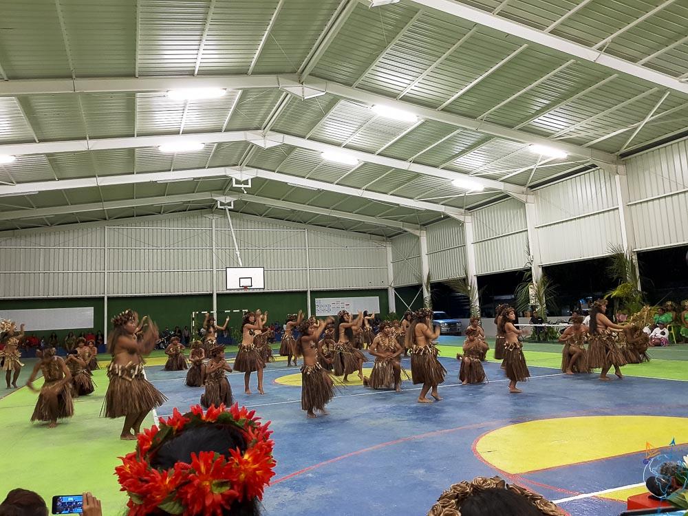 Danses traditionnelles lors du Heiva festival de Makemo, équipe Makemo.