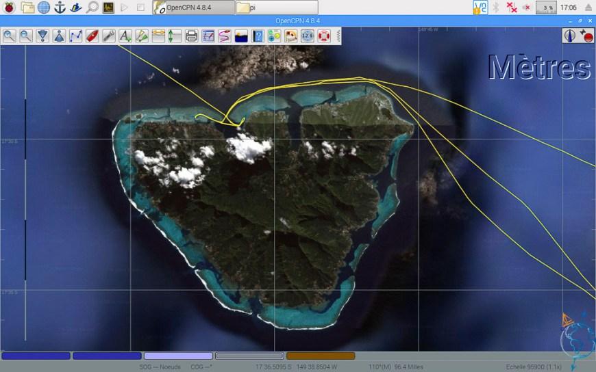 Vue satellite de l'île de Moorea, avec nos traces de navigation.