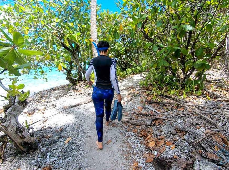 Le sentier longeant le spot de snorkeling à l'ouest de Taha'a.